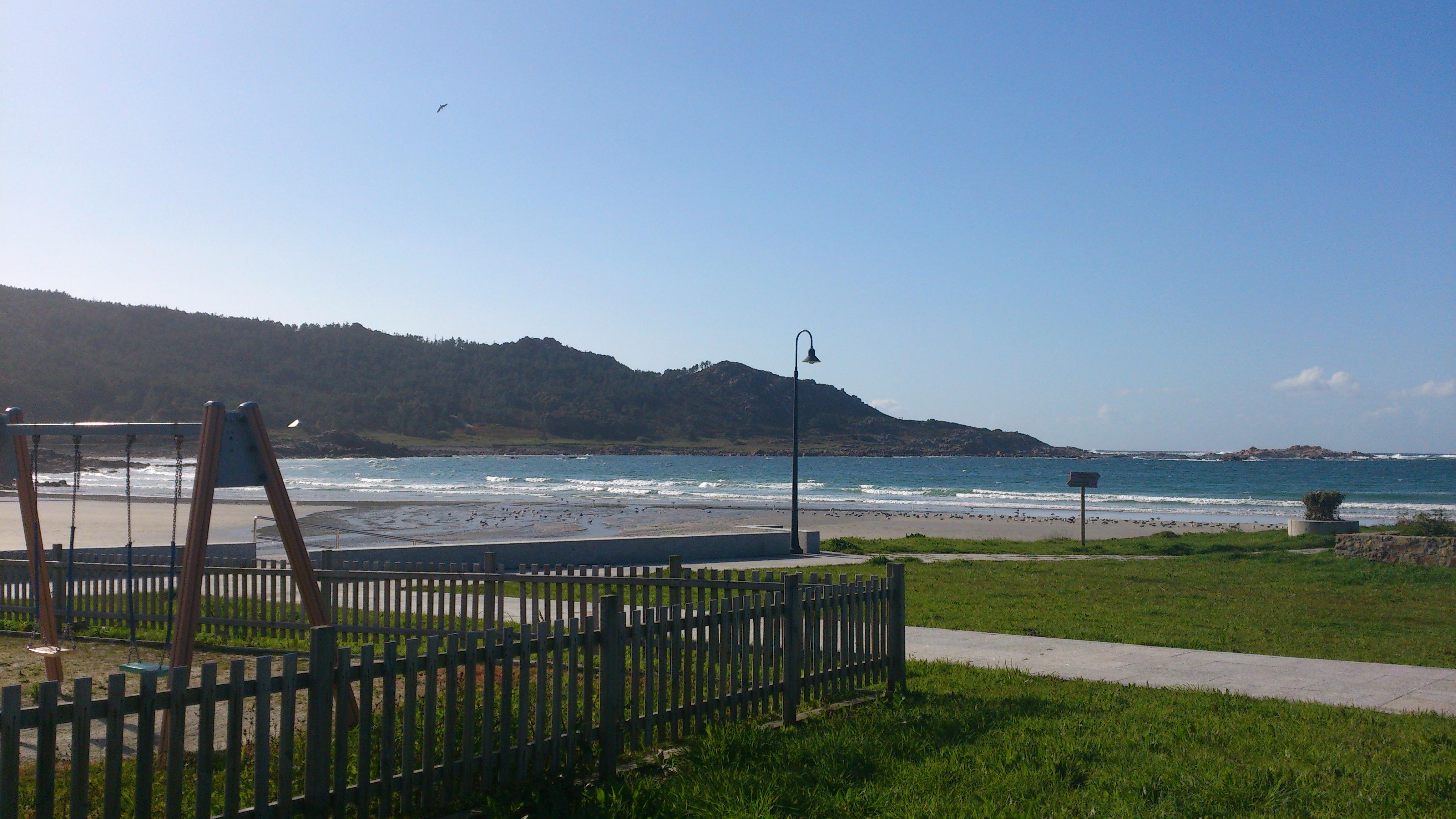 playa y parque infantil