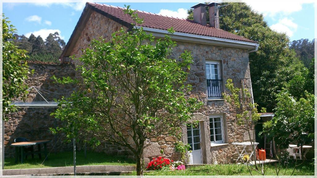 Frente Casa Pedra do Limoeiro