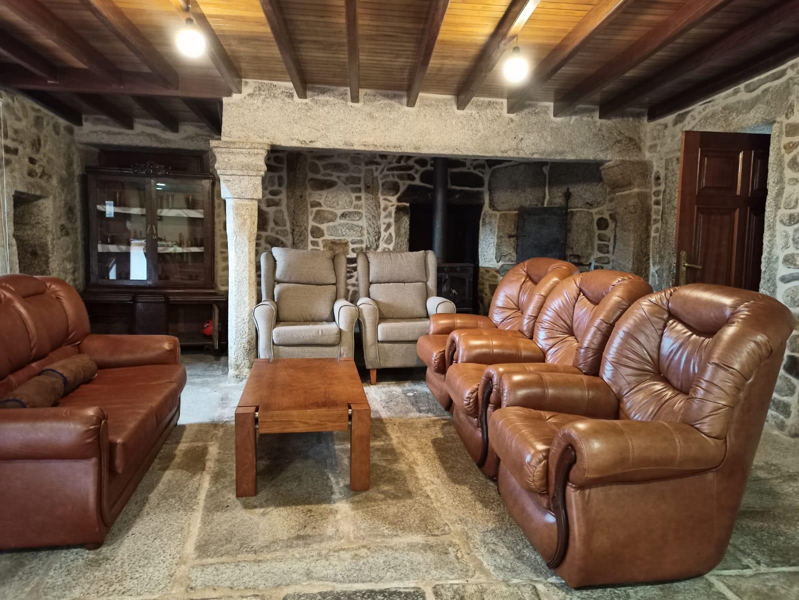 2ª zona de sofas en planta principal con el comedor