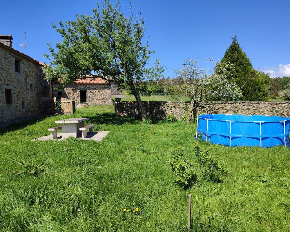piscina barbacoa jardín en preparación