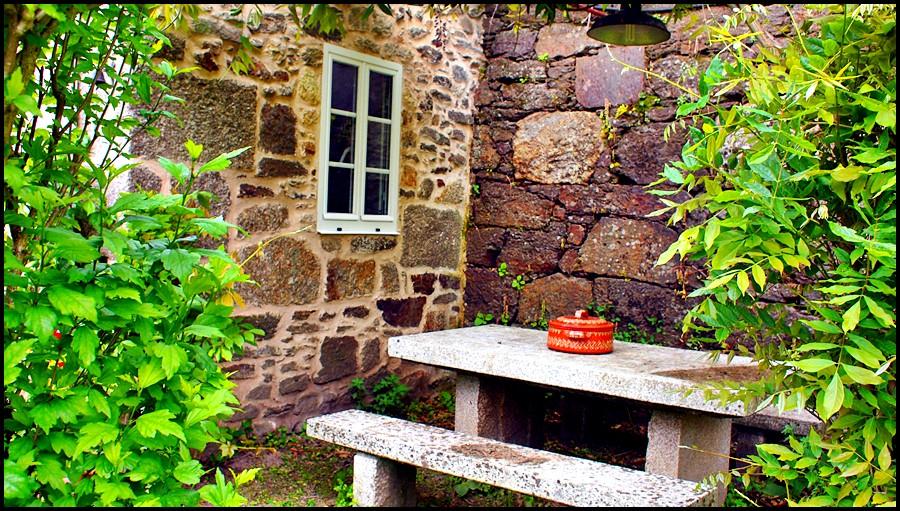Mesa de piedra con Barbacoa