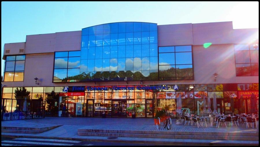 Fachada centro comercial