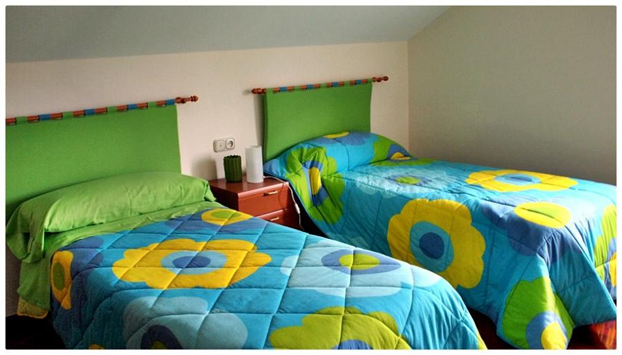 Habitación de camas individuales planta superior