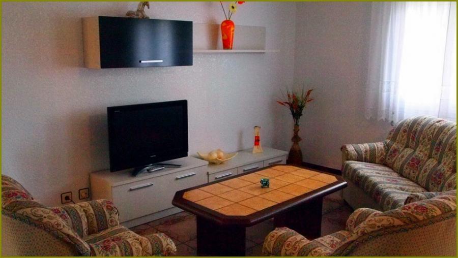 Sala con tv plasma